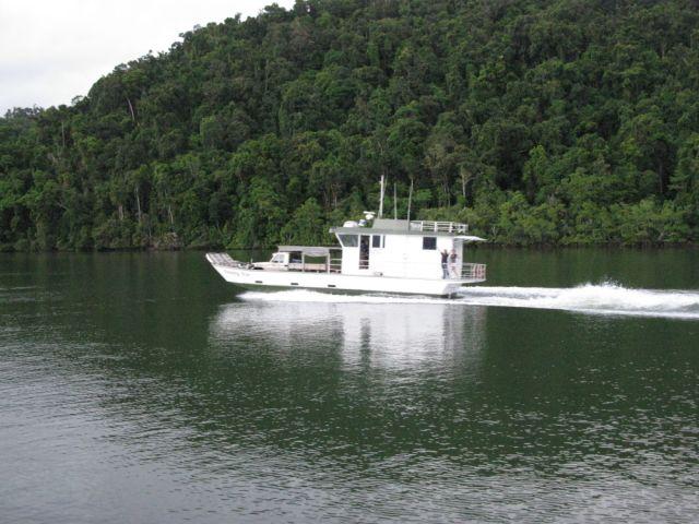 loaded barge 008